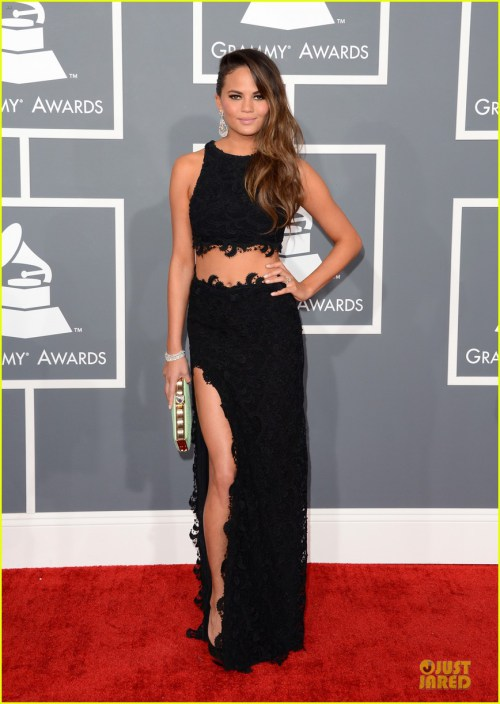 chrissy-teigen-john-legend-grammys-2013-red-carpet-01